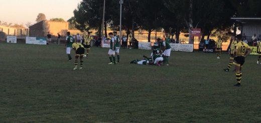 Los jugadores del Altorricón celebran el tanto de Juanan