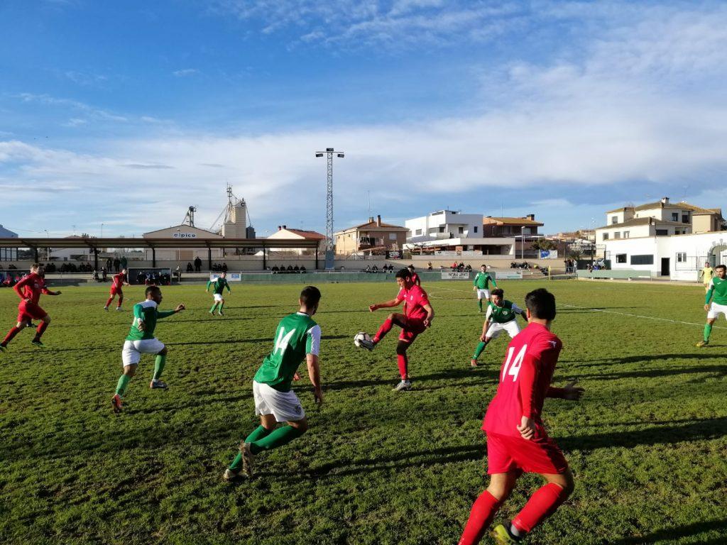 Momento del partido disputado hoy entre el Altorricón y el Zaragoza 2014. FOTO: Carlos Domínguez.