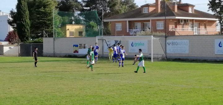 Imagen del partido de disputado hoy entre el Altorricón y el Villa de Alagón. FOTO: Carlos Domínguez.